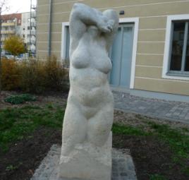 Skulpturen des Künstlers Rüdiger Wilfroth für die Stadtbibliothek
