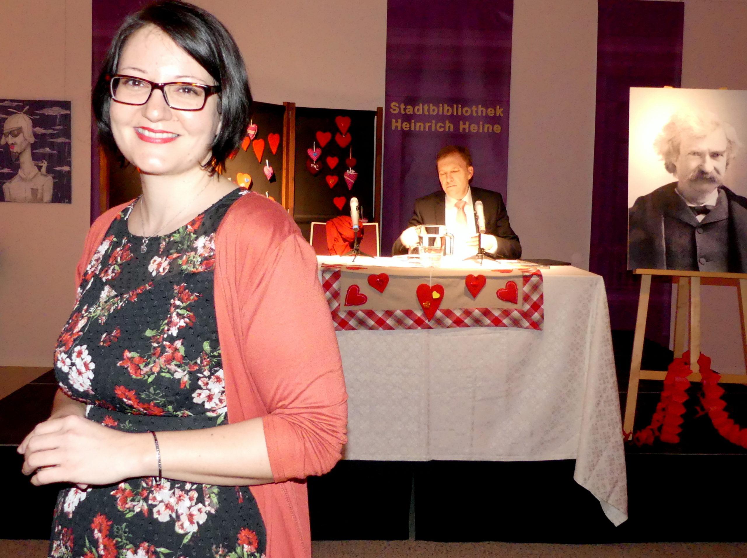 Stadtbibliothek feiert mit Lesung, Musik, Rosen und Wein den Valentinstag auf besondere Weise Bild