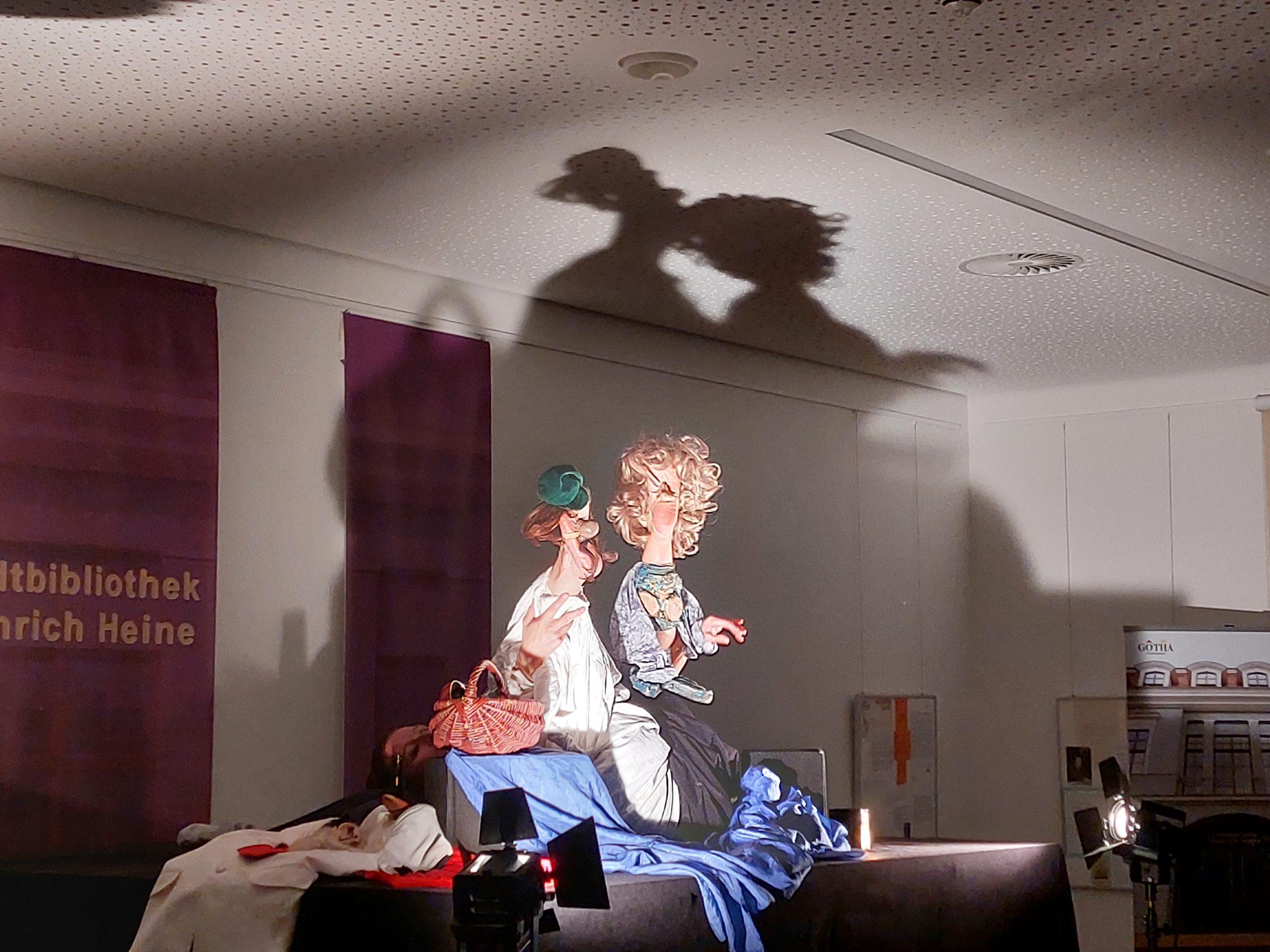 Kommen-Sehen-Staunen zum Fußtheater mit Anne Klinge